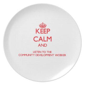 Guarde la calma y escuche el desarrollo de comunid platos de comidas