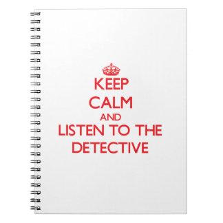 Guarde la calma y escuche el detective libro de apuntes con espiral