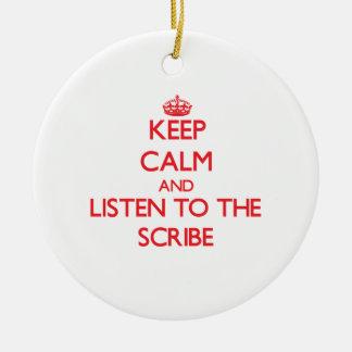 Guarde la calma y escuche el escribano ornamento para reyes magos