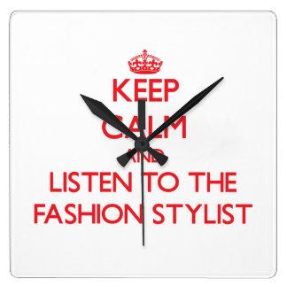 Guarde la calma y escuche el estilista de la moda reloj cuadrado