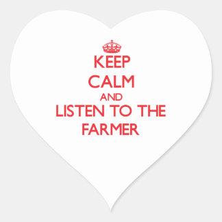 Guarde la calma y escuche el granjero calcomania corazon