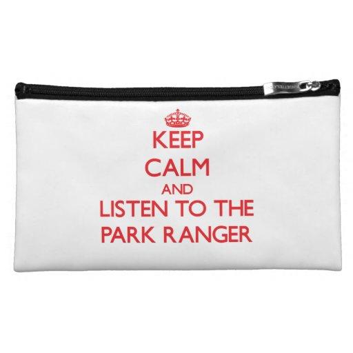 Guarde la calma y escuche el guarda del parque