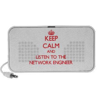 Guarde la calma y escuche el ingeniero de la red laptop altavoz