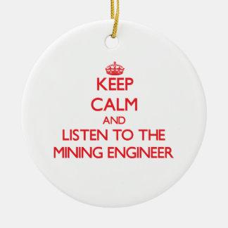 Guarde la calma y escuche el ingeniero de minas adorno navideño redondo de cerámica