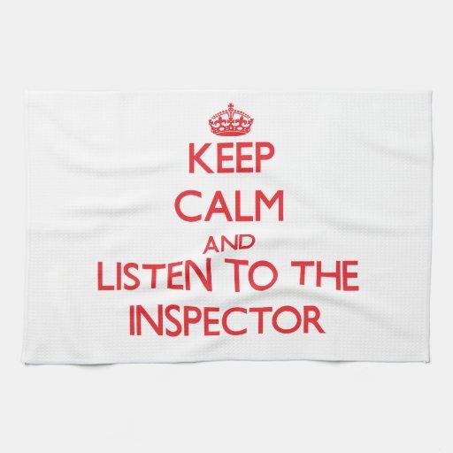 Guarde la calma y escuche el inspector toallas