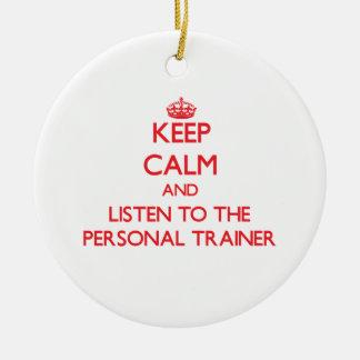 Guarde la calma y escuche el instructor personal ornamente de reyes