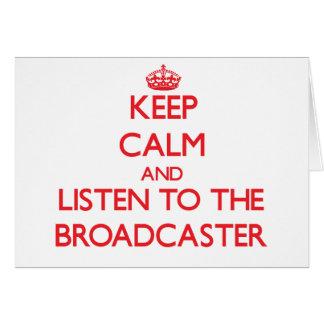 Guarde la calma y escuche el locutor tarjeta de felicitación