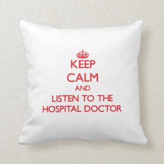Guarde la calma y escuche el médico de hospital almohadas