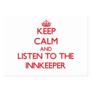 Guarde la calma y escuche el mesonero tarjetas de visita grandes