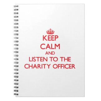 Guarde la calma y escuche el oficial de la caridad libretas