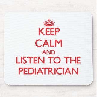 Guarde la calma y escuche el pediatra alfombrilla de ratón