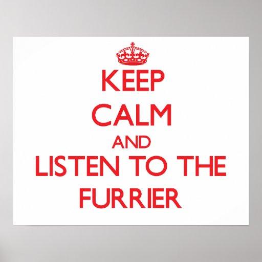 Guarde la calma y escuche el peletero póster