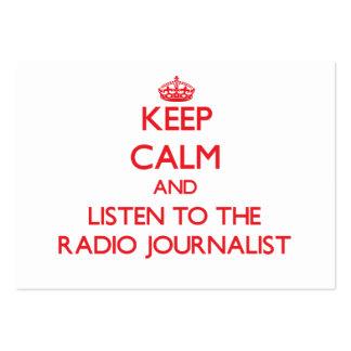 Guarde la calma y escuche el periodista de radio tarjetas de negocios