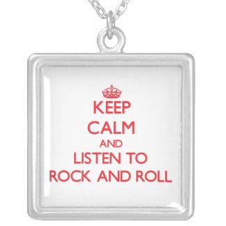 Guarde la calma y escuche el ROCK-AND-ROLL Colgante Personalizado