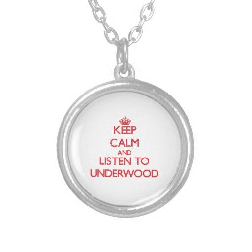 Guarde la calma y escuche el sotobosque colgantes personalizados