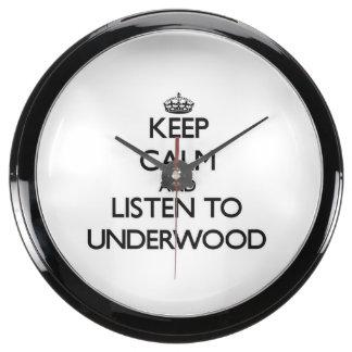 Guarde la calma y escuche el sotobosque relojes aqua clock