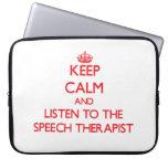 Guarde la calma y escuche el terapeuta de discurso funda portátil