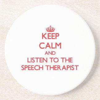 Guarde la calma y escuche el terapeuta de discurso posavasos manualidades