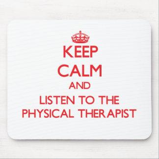 Guarde la calma y escuche el terapeuta físico alfombrillas de raton