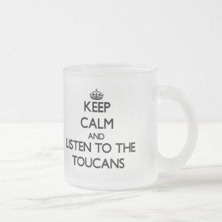 Guarde la calma y escuche el Toucans Taza