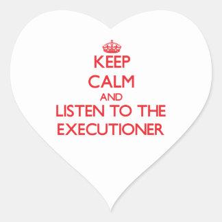Guarde la calma y escuche el verdugo pegatina corazon