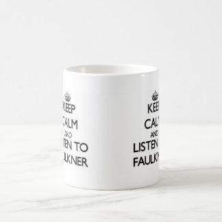 Guarde la calma y escuche Faulkner Taza Básica Blanca