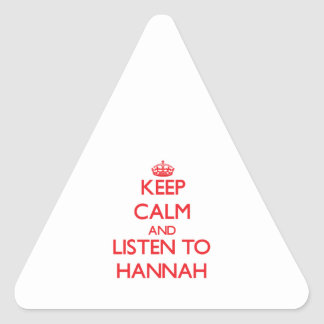 Guarde la calma y escuche Hannah Pegatina Triangular