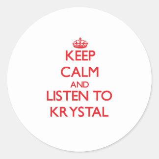Guarde la calma y escuche Krystal Pegatina Redonda