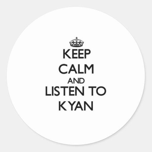 Guarde la calma y escuche Kyan Pegatina Redonda
