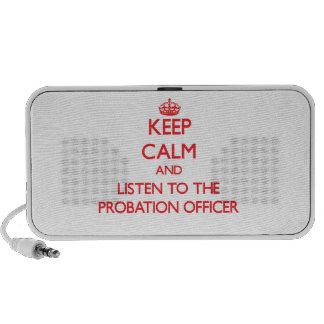 Guarde la calma y escuche la agencia de libertad v laptop altavoz