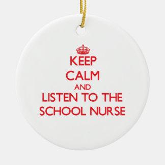 Guarde la calma y escuche la enfermera de la escue ornamentos de reyes