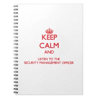 Guarde la calma y escuche la gestión de la segurid libreta espiral