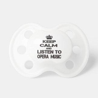 Guarde la calma y escuche la música de la ópera chupete de bebé