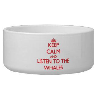 Guarde la calma y escuche las ballenas tazones para perrros