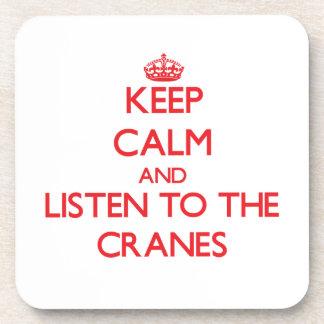 Guarde la calma y escuche las grúas posavasos