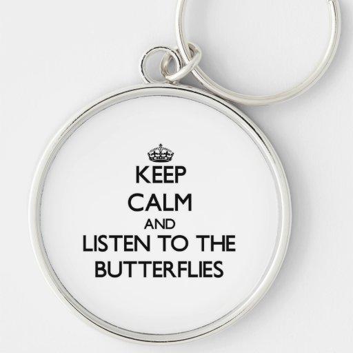 Guarde la calma y escuche las mariposas llavero redondo plateado