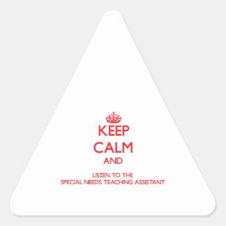 Guarde la calma y escuche las necesidades especial etiqueta