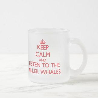Guarde la calma y escuche las orcas tazas