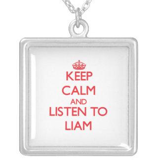 Guarde la calma y escuche Liam Colgante