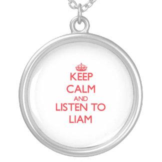 Guarde la calma y escuche Liam Pendientes Personalizados