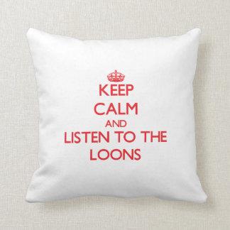 Guarde la calma y escuche los bribones cojín