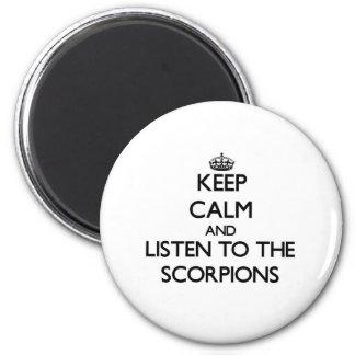 Guarde la calma y escuche los escorpiones imán redondo 5 cm