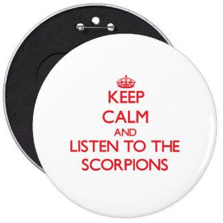 Guarde la calma y escuche los escorpiones pin redondo de 6 pulgadas