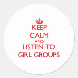 Guarde la calma y escuche los GRUPOS del CHICA Pegatina Redonda