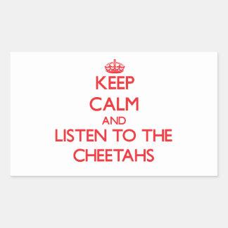 Guarde la calma y escuche los guepardos pegatina rectangular