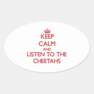 Guarde la calma y escuche los guepardos pegatina ovalada