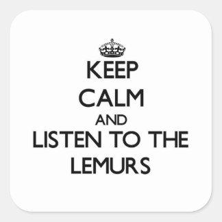 Guarde la calma y escuche los Lemurs Pegatina Cuadrada