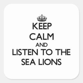 Guarde la calma y escuche los leones marinos pegatina cuadrada