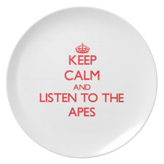 Guarde la calma y escuche los monos platos
