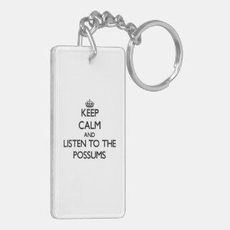 Guarde la calma y escuche los oposums llavero rectangular acrílico a doble cara
